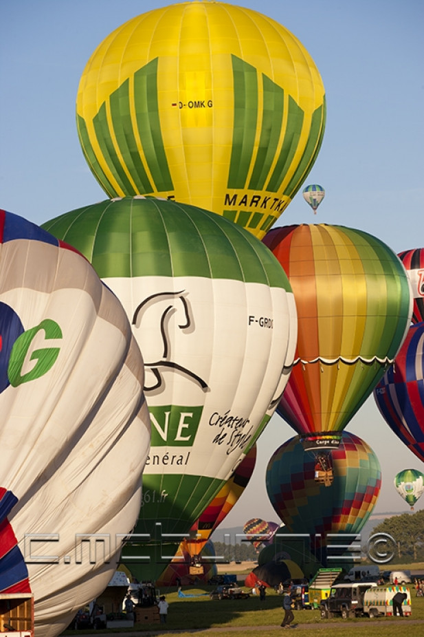 MONTGOLFIÈRE – HOT AIR BALLOON